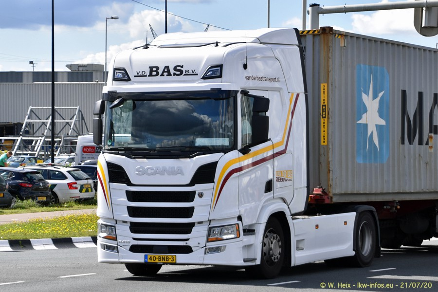 2020816-Rotterdam-Containerhafen-00057.jpg