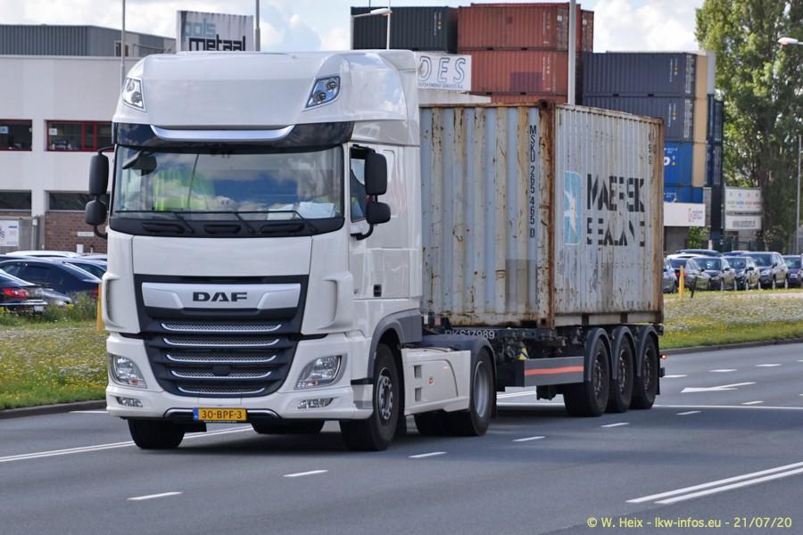 2020816-Rotterdam-Containerhafen-00179.jpg