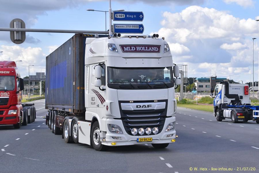 2020816-Rotterdam-Containerhafen-00180.jpg
