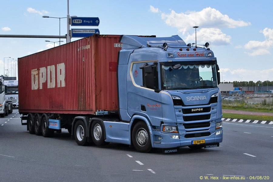 2020816-Rotterdam-Containerhafen-00846.jpg