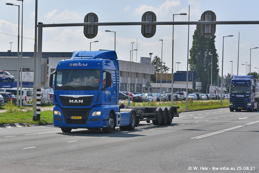 20210902-Rotterdam-Containerhafen-00049.jpg